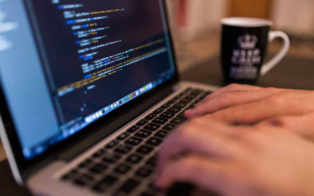 Cagliari: Cercasi Software Developer con conoscenza di linguaggio di programmazione e database